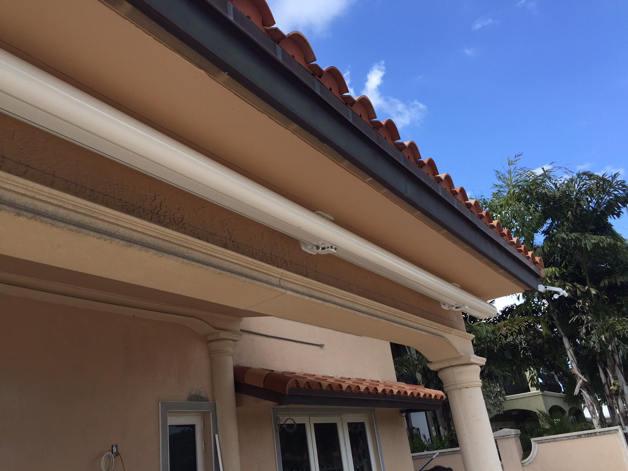 ROLLINGSHADE - Rolling Shield Awnings